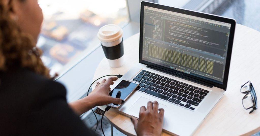 Guia-sobre-Desenvolvimento-de-Software-para-Gestores-O-que-é-Desenvolvimento-de-Softwares