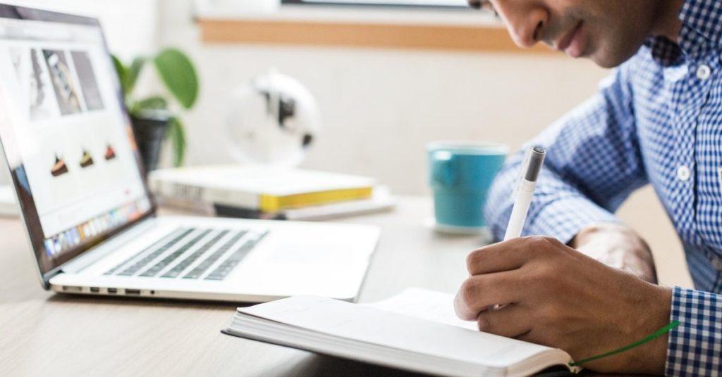 EAD Como a Tecnologia pode contribuir na Educação- Beneficios do EAD para as empresas e instituições de ensino