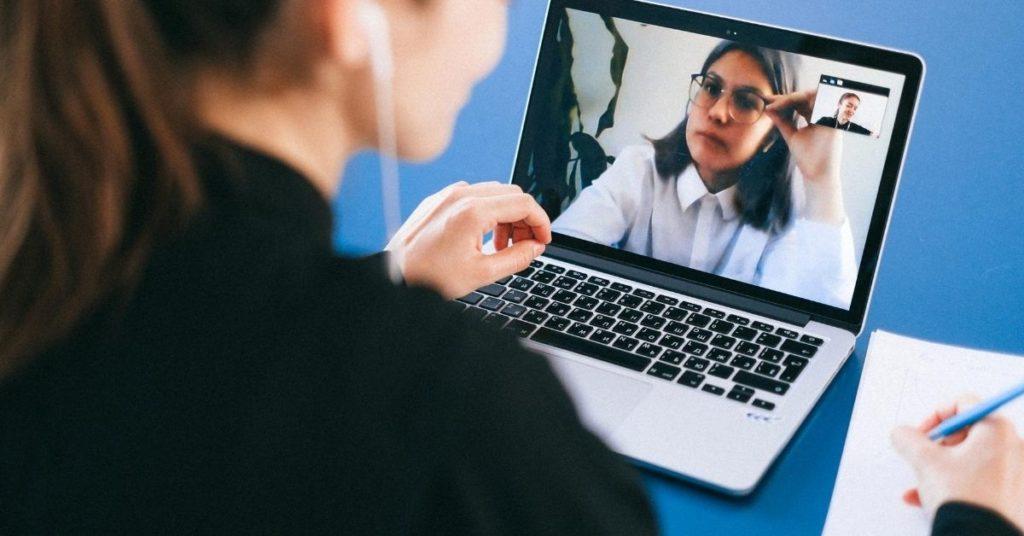 EAD Como a Tecnologia pode contribuir na Educação- Videoconferencia e aprendizado direto